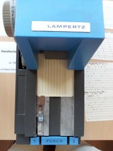 """Ein Handlocher der Firma LAMPERTZ, der """"PDA der 1950er-Jahre"""""""