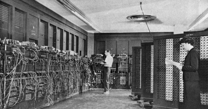 ENIAC mit zwei Mitarbeiter/innen, 1947-1955