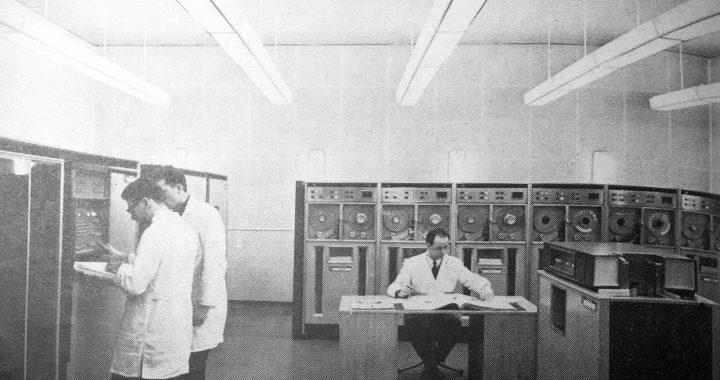Programmierer an einer UCT II im Datenverarbeitungszentrum Berlin (DVZ), 1966